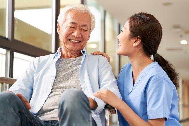 認知症対応の有料老人ホームで認知症ケアを受けるメリットをご紹介。